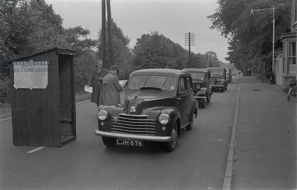 Road census on the A5, Watling Street, at Atherstone. Taken in connection with scheme for a new by-pass of the town. Queue of cars travelling north at check point. Sunday 26 August 1951