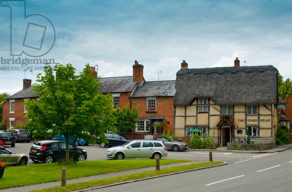 Village scene including thatched pub and cottages, Wellesbourne, Warwickshire, 2011 (photo)