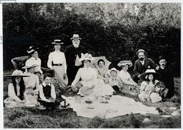 Family picnic near Brailes, 1900s (b/w photo)