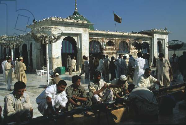 The Data Durbar Shrine, sacred place of pilgrimage for Shi'ite Muslims (photo)