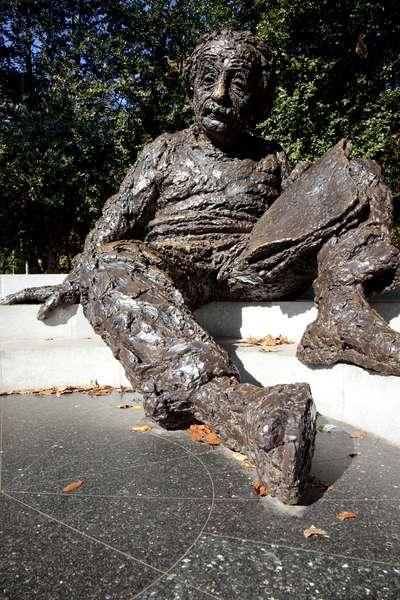 The Albert Einstein Memorial (photo)