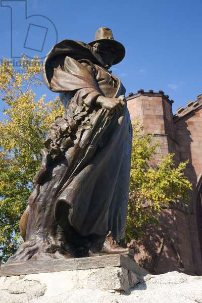 Statue outside The Witch Museum in Salem, Boston, USA (photo)