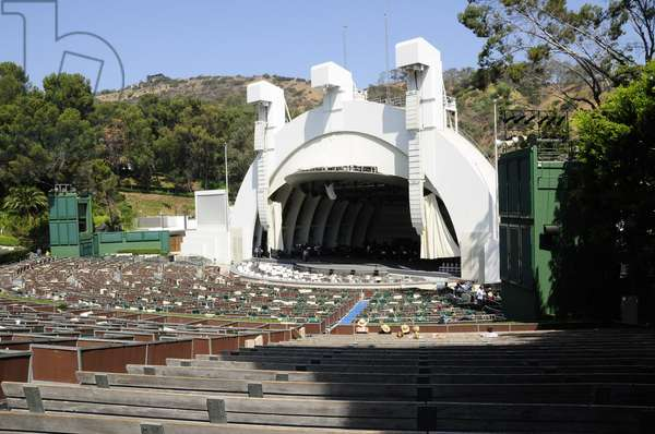 Balancing acts practising at the Hollywood Bowl stage, Hollywood, Los Angeles (photo)