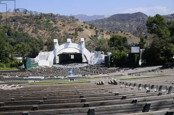 Balancing acts practicing at the Hollywood Bowl stage, Hollywood, Los Angeles (photo)