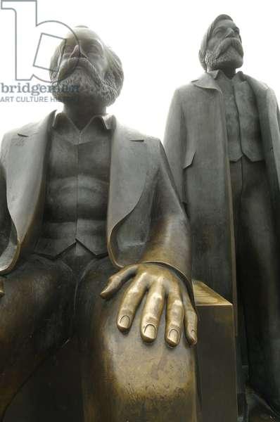 Bronze statues of Karl Marx and Friedrich Engels, Marx-Engels-Forum, Berlin (photo)