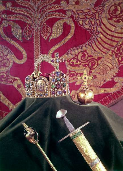 Imperial Regalia of the Holy Roman Emperors; Crown (late 10th century), Orb (late 12th century), Sceptre (early 14th century), Sword (1198-1218) and Coronation Robe (1133) (for details see 69401, 69403, 69404, 69405)