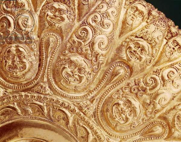 Libation bowl with embossed decorations in the shape of a multipetaled rosette (gold) (detail of 389327)