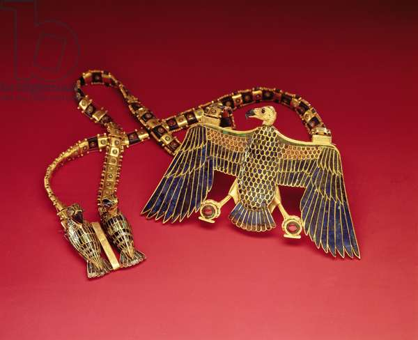 Necklace with vulture pendant, from the tomb of Tutankhamun (c.1370-1352 BC) New Kingdom (gold encrusted with lapis lazuli and cornelian) (see also 228214)