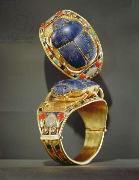 Scarab bracelet, from the Tomb of Tutankhamun, New Kingdom (gold & lapis lazuli)