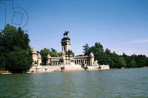 The Alfonso XII monument 1922 (photo)