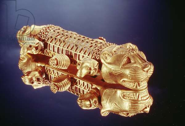 Throne arm (gold & amber)