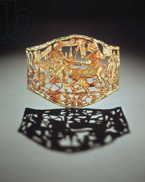 Openwork plaque or buckle showing the king's triumphal return with prisoners, from the Tomb of Tutankhamun, New Kingdom (gold) (see also 148199)