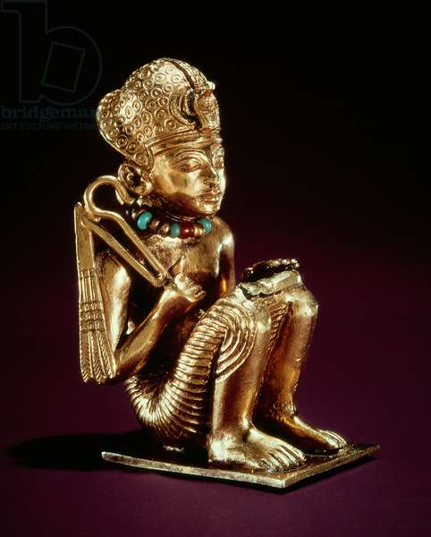 Pendant representing Amenophis III, from the tomb of Tutankhamun, New Kingdom (gold) (see also 148198)