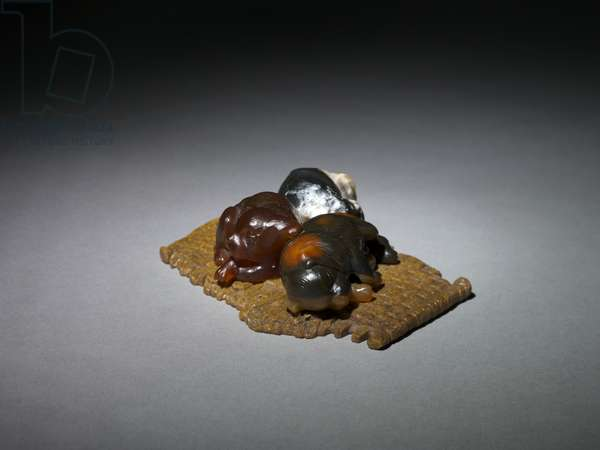 Puppies on a Mat, late 1800s-early 1900s (agate, chalcedony, marble) (see 499662 for Parrot on a Perch)