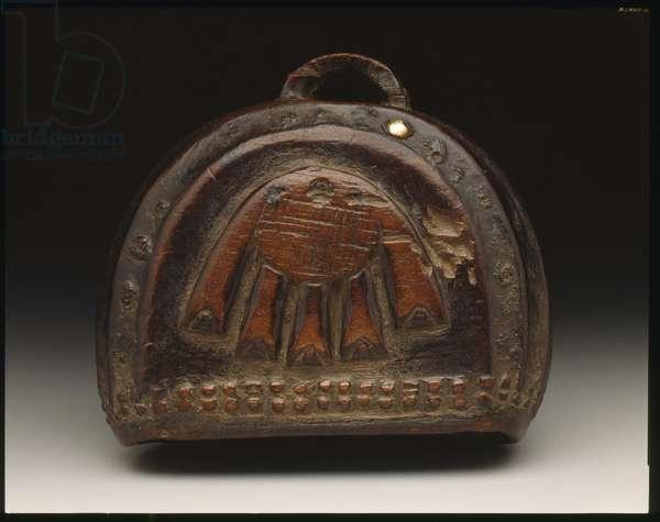 Gong in semi-circular shape, 19th-20th century (wood & shell)