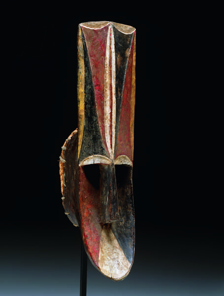 Face mask (igri), mid-20th century (wood, pigment & raffia)