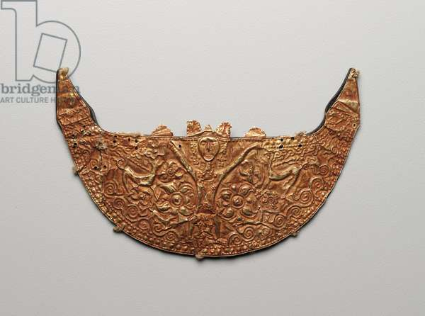 Chest pendant, 19th century or earlier (gold backed with turtle shell)