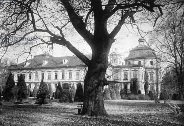 Schloss Kravare in the Czech Republic, before 1937 (b/w photo)