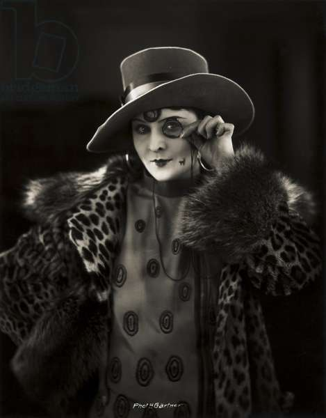"Portrait of Lilian Harvey in the film ""Die tolle Lola"", 1927 (b/w photo)"
