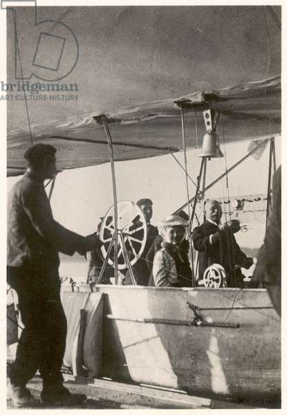 Count Ferdinand von Zeppelin with his daughter and engineer Ludwig Duerr in the gondola of the Zeppelin LZ3, Friedrichshafen, 26 September 1907 (b/w photo)