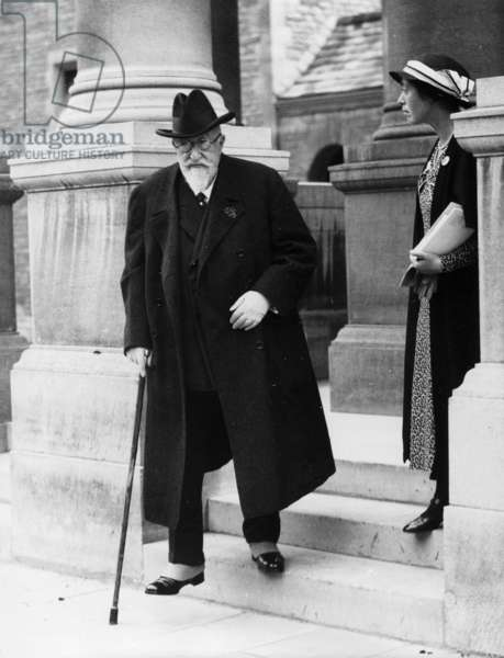 Ferdinand I of Bulgaria leaving an ornithological conference at Rhodes House in Oxford, 5 July 1934 (b/w photo)