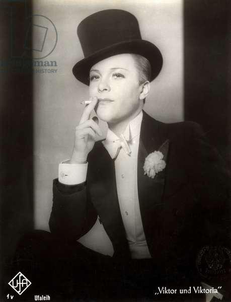 "Portrait of Renate Mueller in the film ""Viktor and Viktoria"", 1933 (b/w photo)"