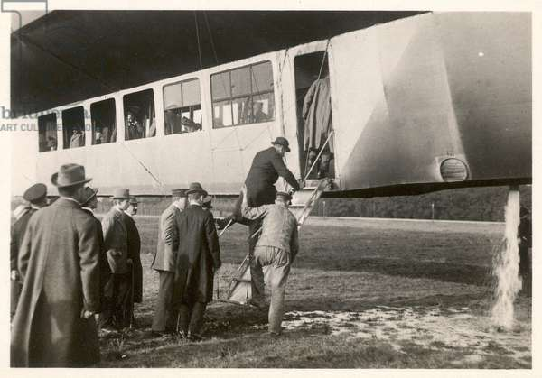 Passengers boarding the Zeppelin LZ11 'Viktoria-Luise', between 1912-14 (b/w photo)