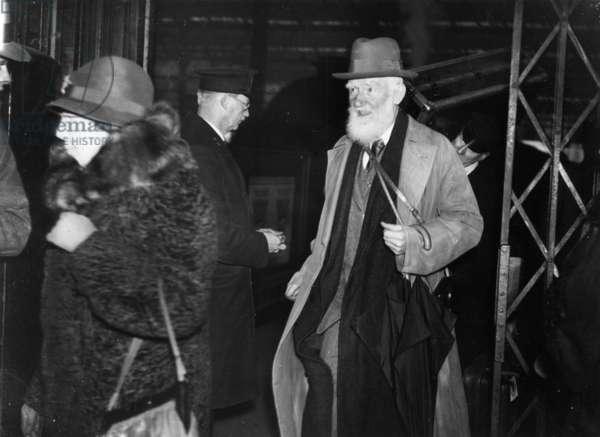 Irish playwright George Bernard Shaw with his wife, Waterloo Station, London, 19 April 1933 (b/w photo)