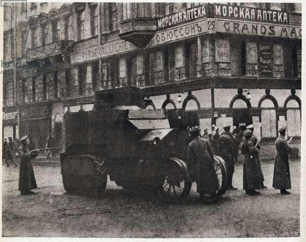 "Russian Revolution of 1917: Civil war in the streets of Petrograd - Bolsheviks (Bolsheviks) barring a street - In """" the Mirror"""" 1917"