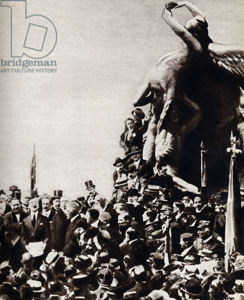 The Italian poet Gabriele D'annunzio reading his speech during the inauguration of the Monument of Thousand a Quarto near Genes (Genova) in 1914.