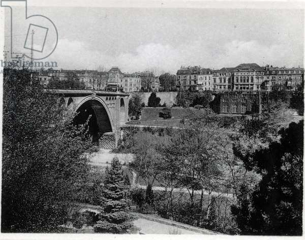 The Grand Duche of Luxembourg, the Adolphe Bridge and the Viaduc Boulevard. Photography years 1930.