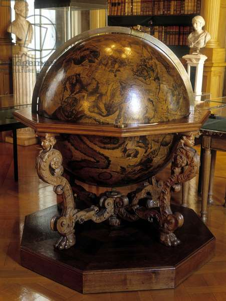The celestial globe of Coronelli to the meridian of Gatellier. This globe was made by the Franciscan monk Vincenzo Coronelli (1650-1718). Institut de France Paris.