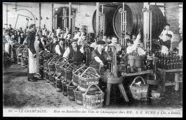 Champagne: bottling of champagne wines at Mumm - postcard, deb. 20th century