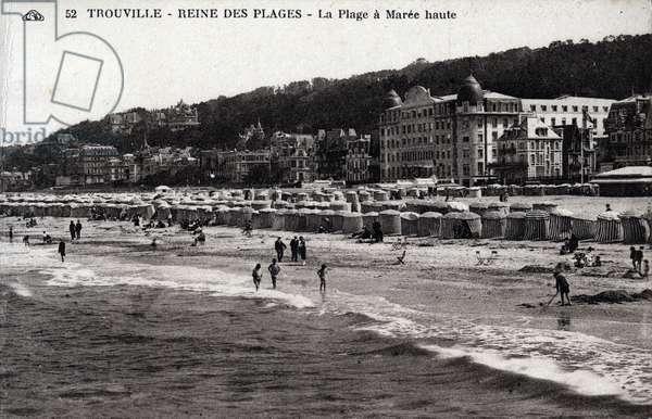 Trouville - la plage a maree haute - 1910s, postcard. France, 20th century.
