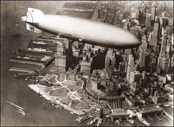 LZ127 Graf Zeppelin in New York 1929 - LZ127 Graf Zeppelin over New York, 1929