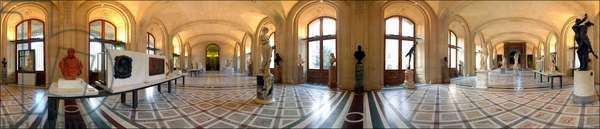 Louvre Museum. Hall of sculptures of the Italian Renaissance. Slave of Michelangelo Buonarroti called Michelangelo (Michelangelo or Michelangelo, 1475 - 1564).
