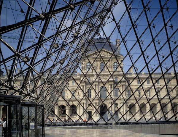 The Pyramid of Pei at the Musee du Louvre in Paris. Mention: Pyramid of the Louvre (photo)