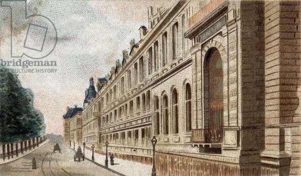 view of the Palais du Louvre in Paris.