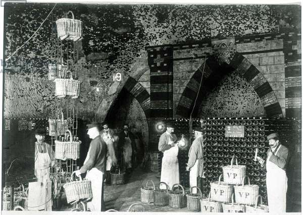 Cave du Champagne Pommery in Reims, 1900.