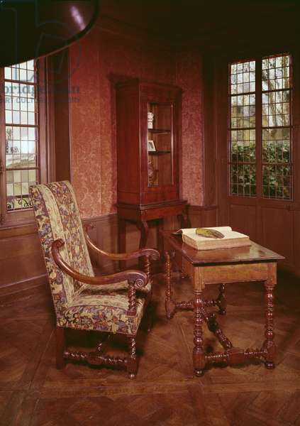 Interior of the study of Honore de Balzac (1799-1850) in his home in rue Raynouard (photo)