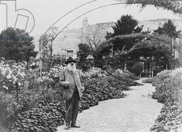 Claude Monet (1841-1926) in his garden at Giverny, 1925 (b/w photo)