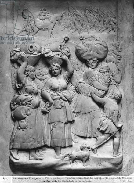 Tomb of Francois I (1494-1547) and his wife, Claude of France, detail of a group of village women holding luggage on there heads, commissioned in 1548 (plaster cast) (b/w photo)