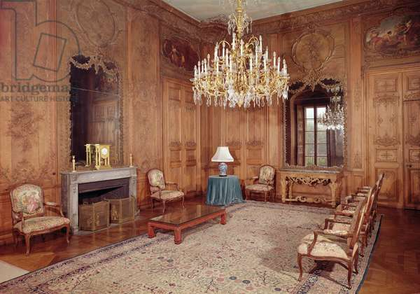 The Great Lounge with woodwork attributed to Verbeck and Louis XV period furniture signed by D. Delant and F. Folliot, 1730-36 (photo)