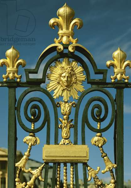Detail of the Grille d'honneur depicting fleur de lys and the emblem of Louis XIV (1638-1715) (gilded iron)