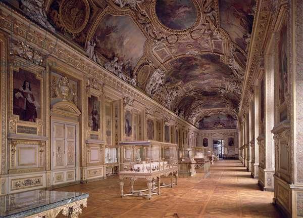 Interior view of the Galerie d'Apollon (photo)
