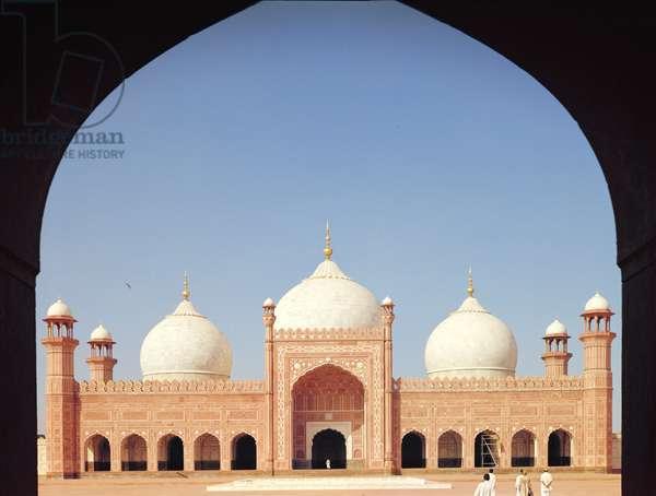 The Badshahi Mosque, built 1673-74 (photo)