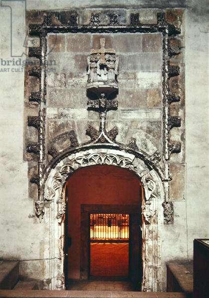 Entrance to the Camara Santa (photo)