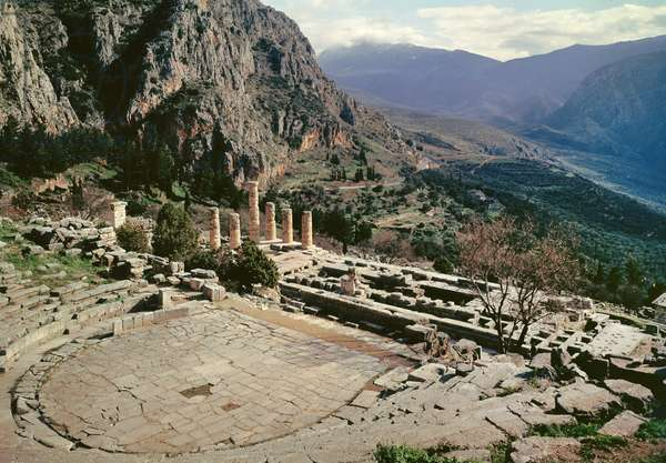 Panoramic view of the archaeological site with the theatre at the Temple of Apollo (photo)