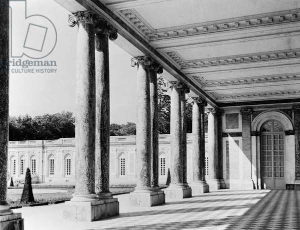 View of the peristyle and the left wing of the Grand Trianon, 1687-88 (b/w photo)