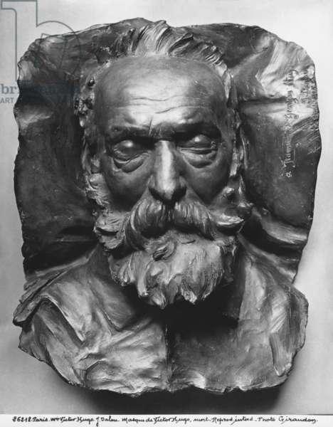 Death mask of Victor Hugo, 1885 (bronze) (b/w photo)